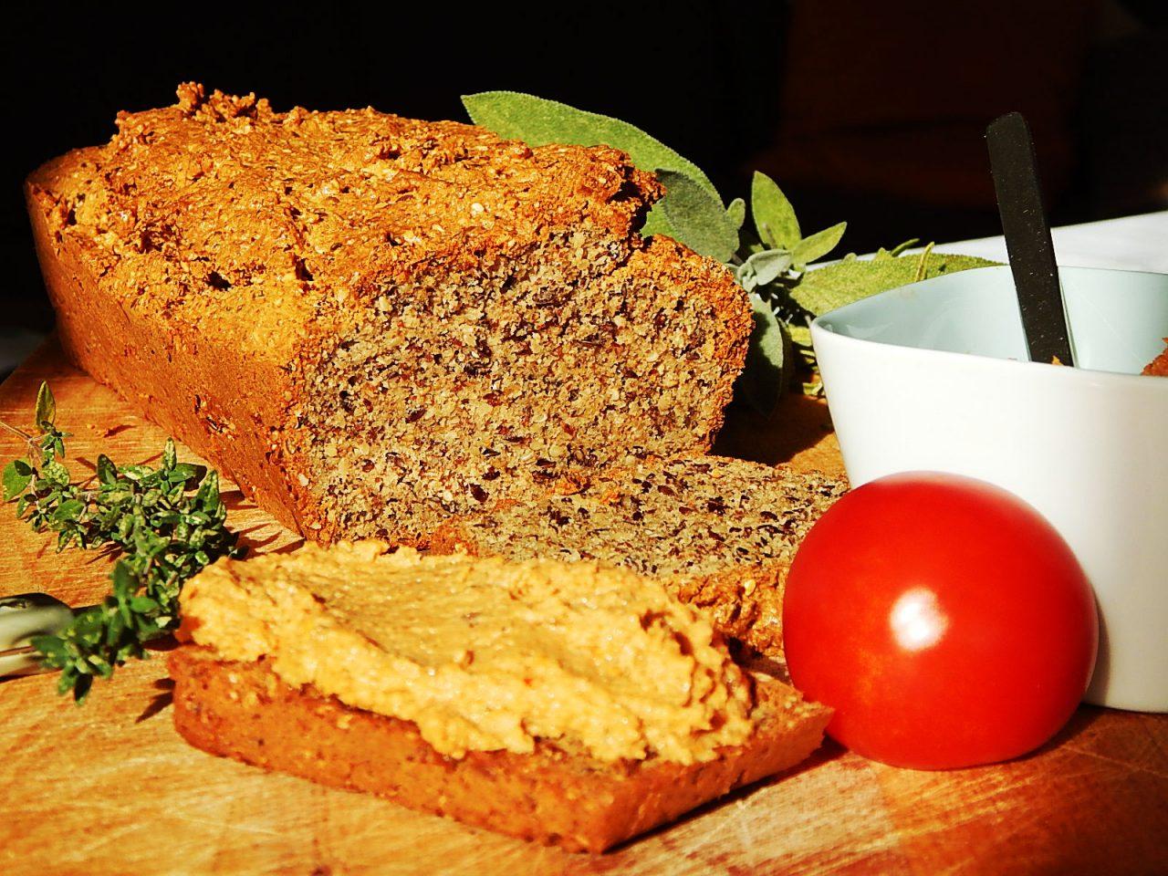 Mandel-Kräuter-Brot